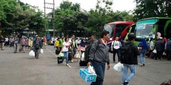 3500 Penumpang KA di Oper Ke Bus Karena Banjir Porong