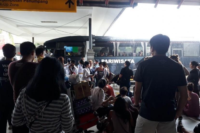 Kondisi yang Tidak Pasti Membuat Penumpang Asing Terbang dari Surabaya